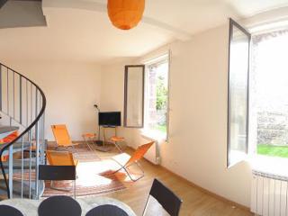 Duplex lumineux sur jardin, 2 chambres,  près du port, Dieppe