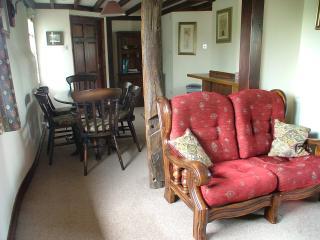 Jasmine Cottage - Living/Dining Room