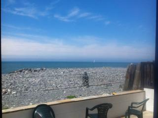 Large family beach house, Borth