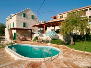 Traditional Dalmatian stone villa with pool, Sumartin