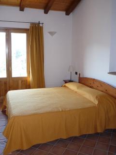 camera da letto dell'appartamento 'castagno'