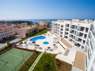 Luxury 2 Bedroom Apartment (Aircon/WiFi/Tennis), Olhos de Água