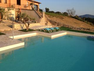 Villa con piscina, Montone