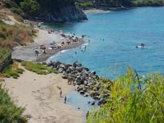 Villa Bragone, at quiet beach near Cefalu, Wi-fi, Trabia