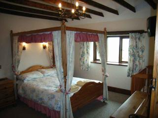Comfy Four Poster with en suite