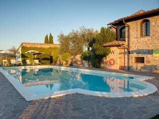Tuscan country house 9 km to Florence with pool, sleeps , jeep tour in vineyard