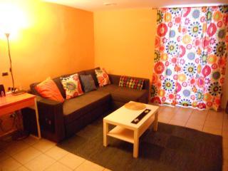 angolo divano  in soggiorno. Corner sofa  in the living room