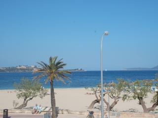 Lovely 3 bedroom apartment closed to the Beach