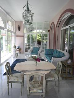light and airy garden room with plenty of comfortable seating