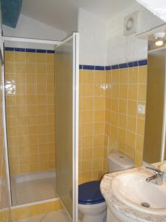 Bathroom 2 (ensuite Bedroom 3)