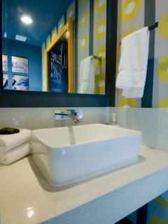 Powder room/guest bathroom