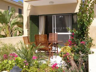 B1 Polis Gardens 2 bedroom Town house with garden and internet
