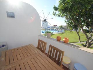 Windmill Hill 2 bed/A/C / Free Wi-Fi/ pool view