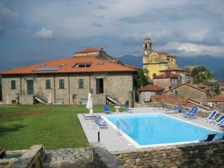 2 bedroom farmhouse in the medieval Tuscan village of Mulazzo, features shared pool, garden and barbecue