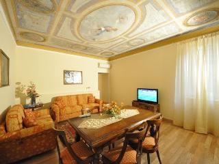 Luxury flat in Florence city centre, 3 bedrooms, sleeps 7