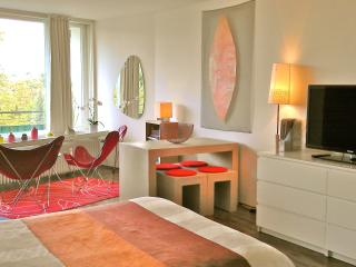 Welcome in your Duesseldorf cocoon apartment - it just feels like home!