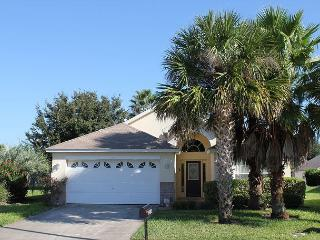 In popular Indian Creek, only 3 miles from Disney, private pool, free Wi-Fi, Kissimmee