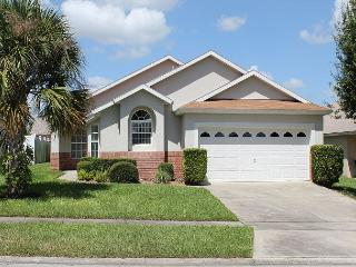In popular Indian Creek, under 3 miles from Disney, private pool, free Wi-Fi, Four Corners