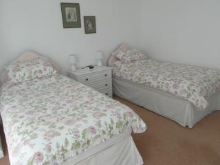 Twin room at Quay Reach House (2 bedroom)