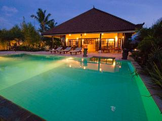 When the evening falls, the villa, garden and pool are lightned