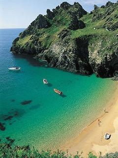 The sandy beaches of the South Hams are a 50-minute drive away.