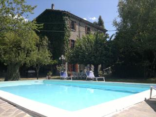 5 bedroom, 3 storey villa in Tuscan village features private pool, veranda and garden, Castelnuovo di Garfagnana