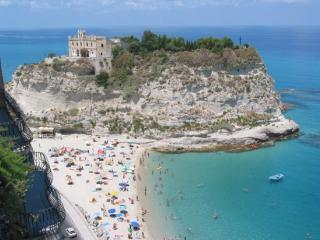 Tropea Apartment With Sea View & Pool