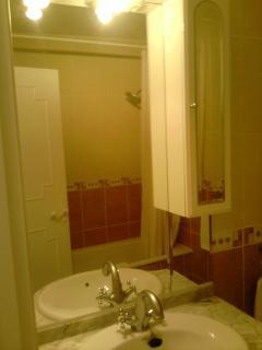 VANITY UNIT IN THE BATHROOM