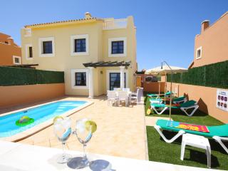 'HOLIDAY VILLAS-1'. Private pool and near beaches