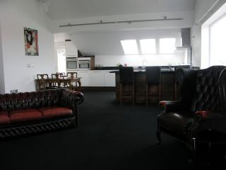 Open Plan Lounge to Kitchen