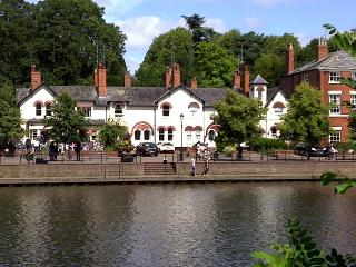 Sparkling River House Chester, lovely walks & views,4 parking,3 bedrooms, 2 bath
