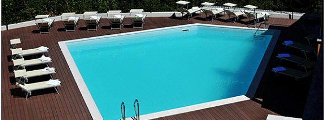 The lake view swimming pool Residence Eden