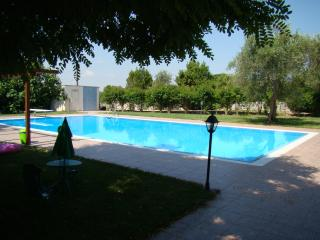Trullo e piscina, Castellana Grotte