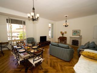 Cronstadt: Elegant 2 bedroom apartment Carre d'Or, Niza