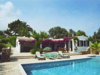 Beautiful 3 Bed Cottage, Private pool near Es Grau