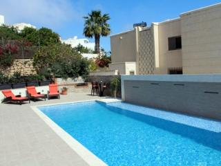 Luxurious Apartment w/Pool, Indoor Pool/Games Room, Mellieha