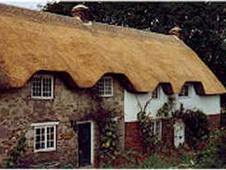The Well House sleeps 13 near Lulworth Cove, Dorchester