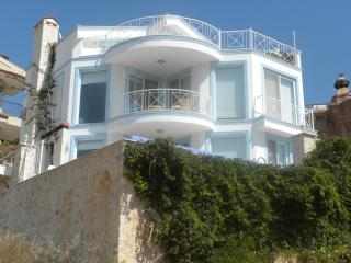 Villa Keros, Kalkan:- Free WIFI; Air Con; UK TV; Pool; BBQ Beach 2 Minutes Walk