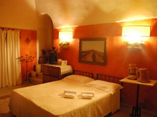 Casale dei Lauri holiday house Tramonto x 4 people and large terrace on the sea, Rodi Garganico