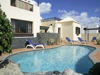 Villa Eileen Costa Teguise, Private pool, Free Air-con, holiday rental in Lanzarote