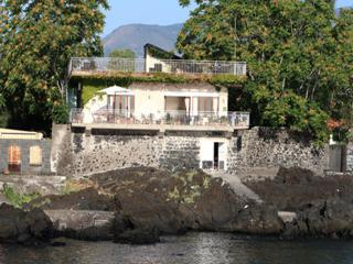 Casa Pizziddu on the sea