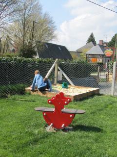 aire de jeux sur le jardin du chalet (500m² environ)