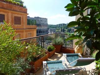 Perfect Terrace, Dramatic Coliseum View- Magnifico, Roma