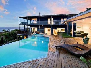 FRESHWATER BEACH LIVING - SPECTACULAR WATER VIEWS