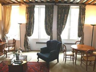 Ile Saint Louis/ Marais 1 Bedroom (2600)