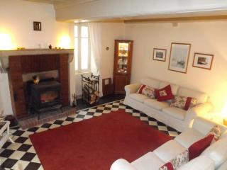 4 star gite.Very comfortable for two or four Ideal for 'foodies' & wine lovers.