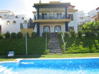 Luxury Golf Villa with Pool, Sanlúcar de Barrameda