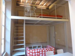 B25 Palazzo Solmi appartamento ℅ Duomo Romanico, Modena