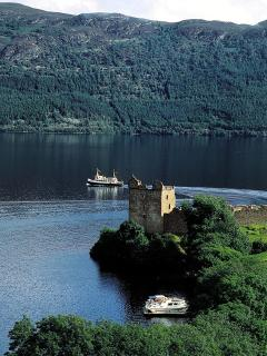 Urquhart Castle and Loch Ness - just 45 minutes to see the monster!