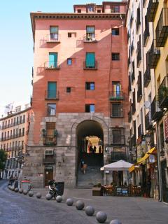 Arco de cuchilleros. Aquí están los restaurantes más históricos. Está a menos de 1 minuto andando.